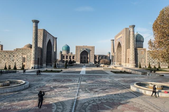Registan: pusat keagamaan dan ilmu di Samarkand dahulu kala. Di sini banyak madrasah, yang salah satunya didirikan oleh Ulugbek.