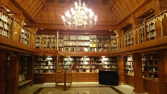 Perpustakaan Pak Habibie by. Google